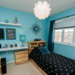 Уютная комната для подростка в сине-черных цветах
