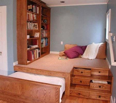 Выездная кровать-подиум с местом для отдыха