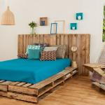 Загородная спальня в мятном стиле