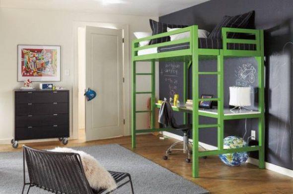 Зеленая кровать-чердак в интреьере