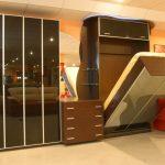 Зеркальный шкаф-трансформер с встроенной кроватью