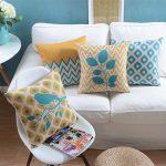 Живописные подушки с орнаментами