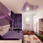 Нежный беж и яркий фиолетовый в комнате девочки