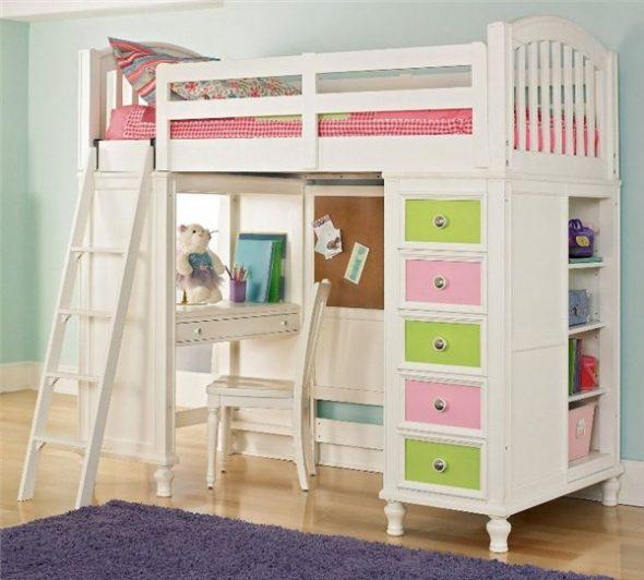 Белая деревянная кровать-чердак