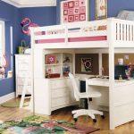 Белая деревянная кровать-чердак для подростка