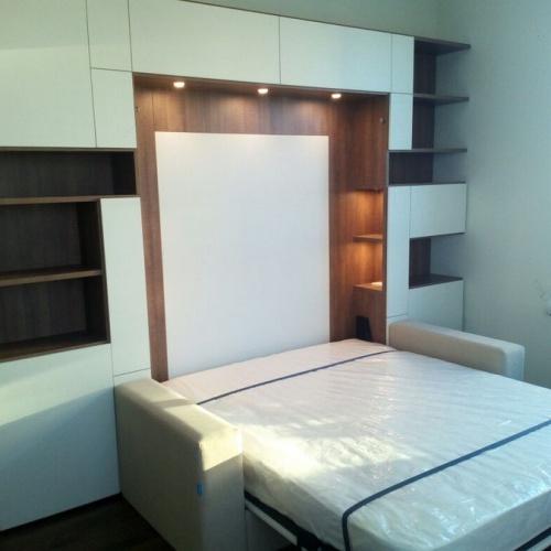 Белая кровать-шкаф с подсветкой