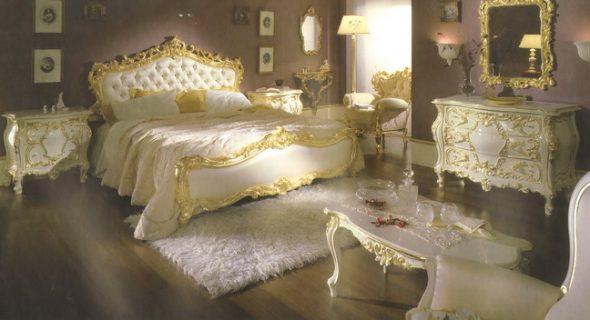 Белая с золотым декором мебель для спальни