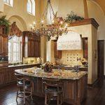 Благородство и шик для кухни с мебелью из ореха