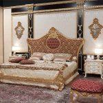 Большая красивая кровать