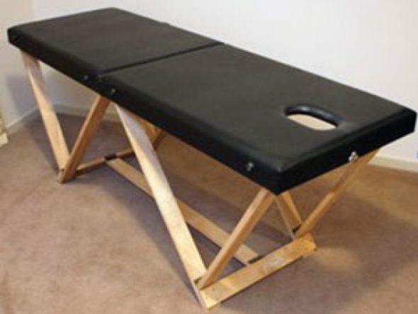 Черный складной стол для массажа