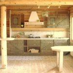 Деревянная кухня в деревянном доме