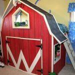 Детская кровать-чердак в форме домика с игровым пространством внизу