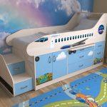 Детская кровать с бортиками в виде самолетика