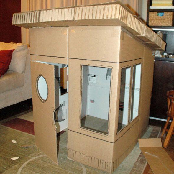 Домик для игр из подручных материалов