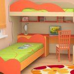 Двухъярусная кровать с рабочей зоной и двумя кроватями