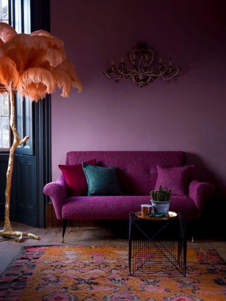 Элегантный диванчик с бархатной оббивкой