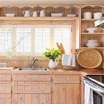 Фигурные полки на кухне