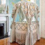 Идеальная круглая кроватка для традиционной комнаты