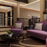 Классический дизайн гостиной с мягкой мебелью