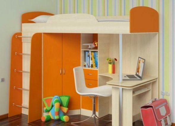 Комбинация оранжевого и светлого цвета для кровати