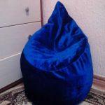 Красивое и мягкое синее кресло