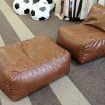 Кресло с пуфиком коричневого цвета