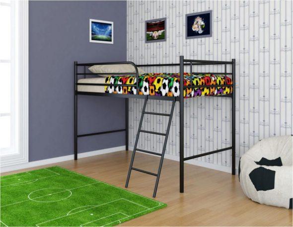 Кровать-чердак для футболиста