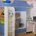 Кровать-чердак голубого цвета с мишкой Тедди