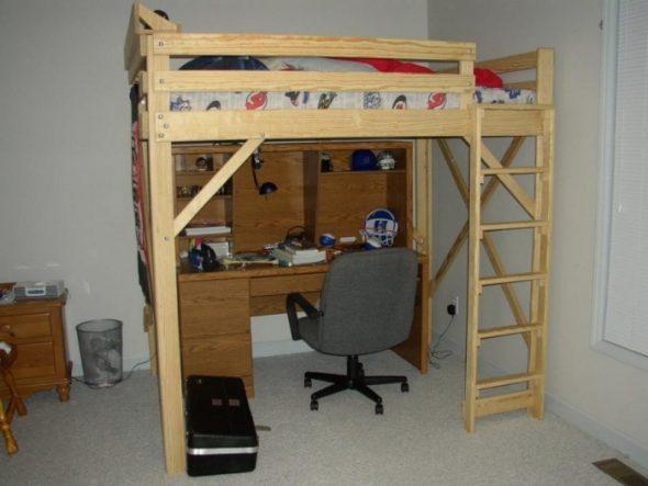 Кровать-чердак с встроенным столом внизу