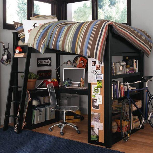 Кровать-чердак с опорой на книжный шкаф