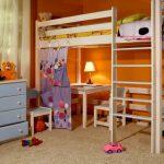 Кровать-чердак с отгороженной рабочей зоной
