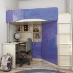 Кровать-чердак в нише малогабаритной квартиры