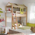 Кровать-домик в интерьере детской