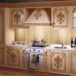 Кухня, оформленная в современном барокко