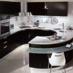 Кухня в стиле хай-тек с U-планировкой