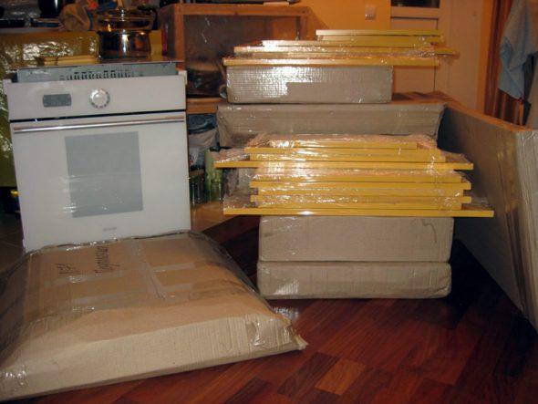 Кухонный гарнитур в разобранном виде