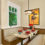 Кухонный обеденный угол с мягкими сидениями