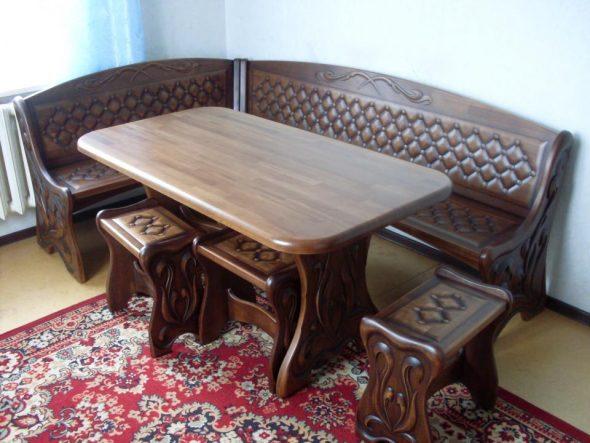 Кухонный уголок из натуральной древесины