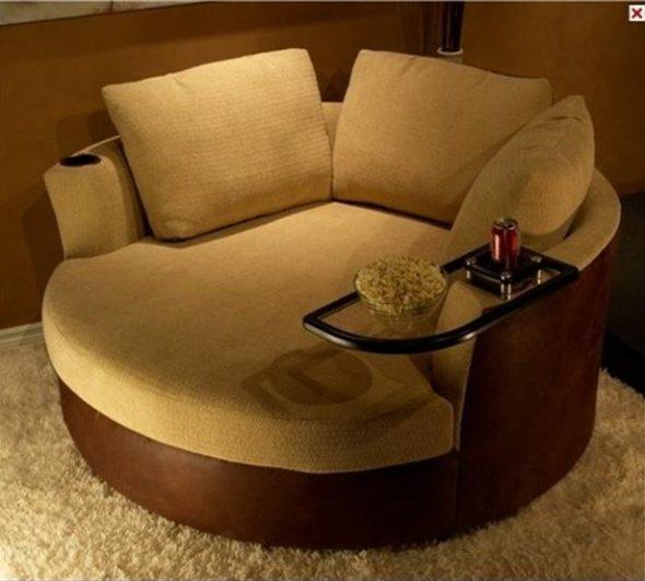 Маленький и уютный диванчик круглой формы