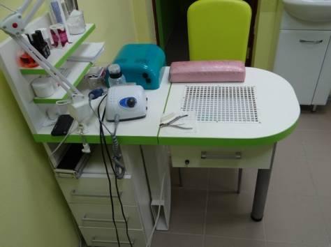 Маникюрный стол с пылесосом