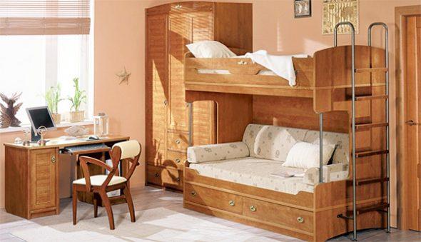 Деревянная мебель в детской комнате