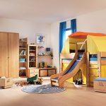 Мебель для спальни мальчика с необычной кроватью