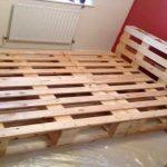 Мебель из деревянных поддонов - кровать для дачи и дома