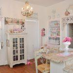 Мебель после декупажа своими руками в интерьере белой кухни