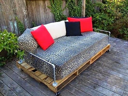 Мягкий диванчик для отдыха