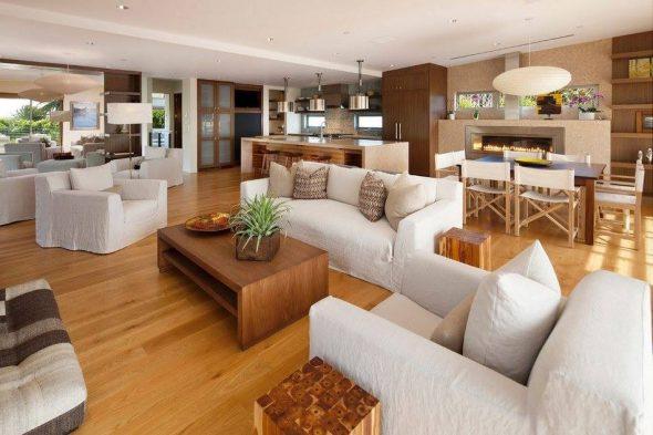 Оригинальный дом с мебелью из дерева