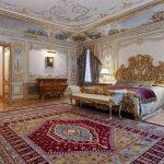 Огромная шикарная спальня