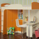 Оранжевая детская кровать для подростка