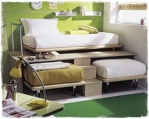 Размещение трех детских кроватей в маленьком пространстве