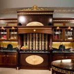 Шикарная деревянная кухня в роскошном оформлении